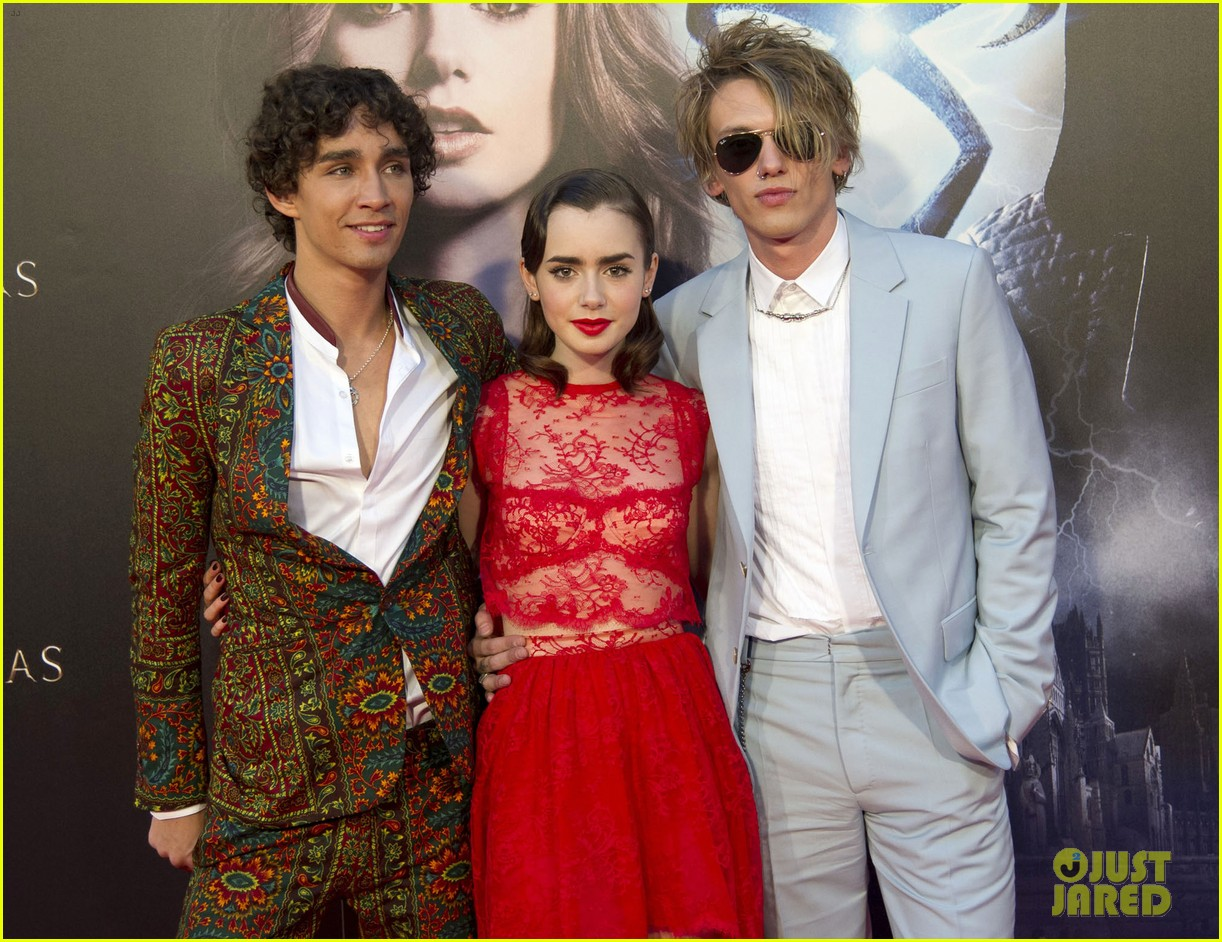 lily collins jamie campbell bower mortal instruments madrid premiere 18