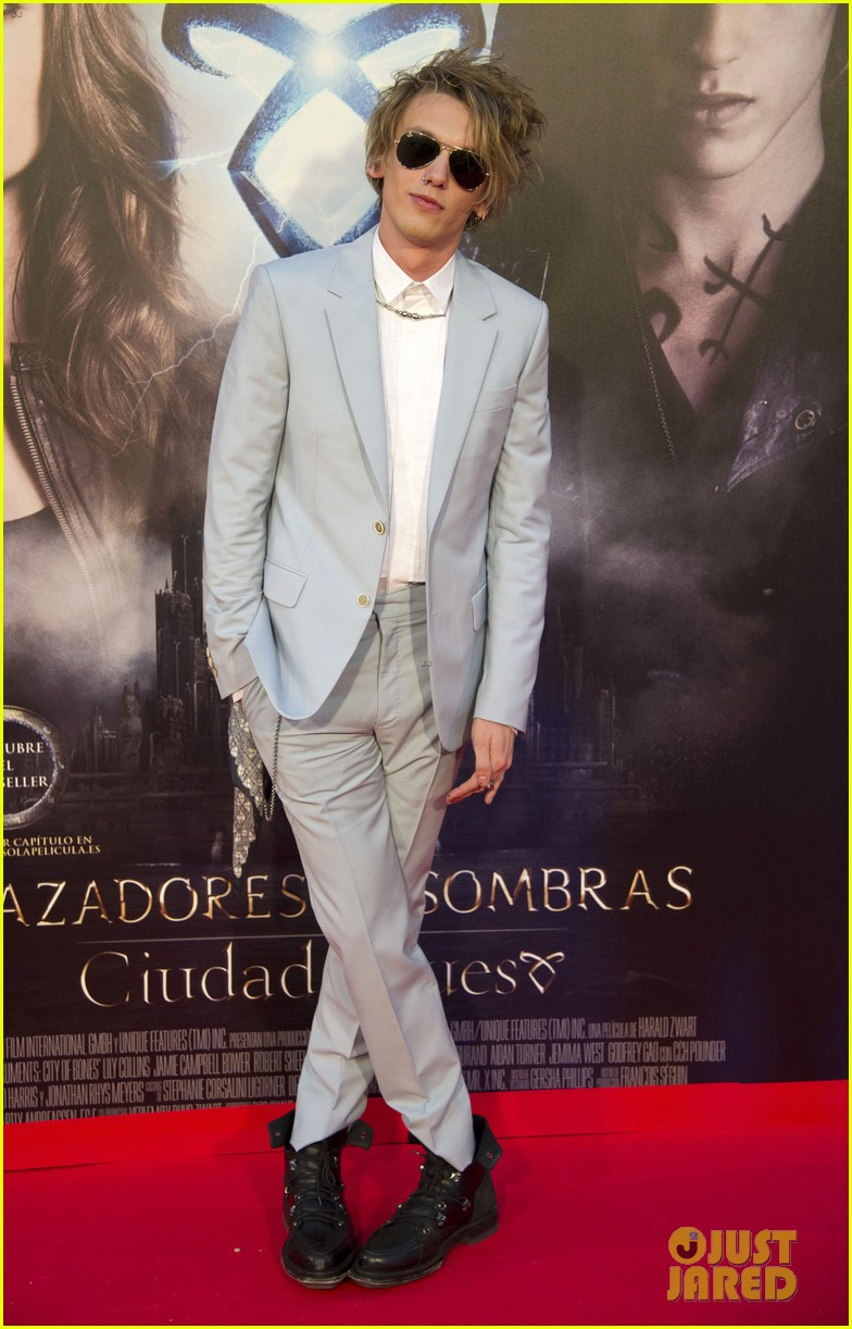 lily collins jamie campbell bower mortal instruments madrid premiere 19