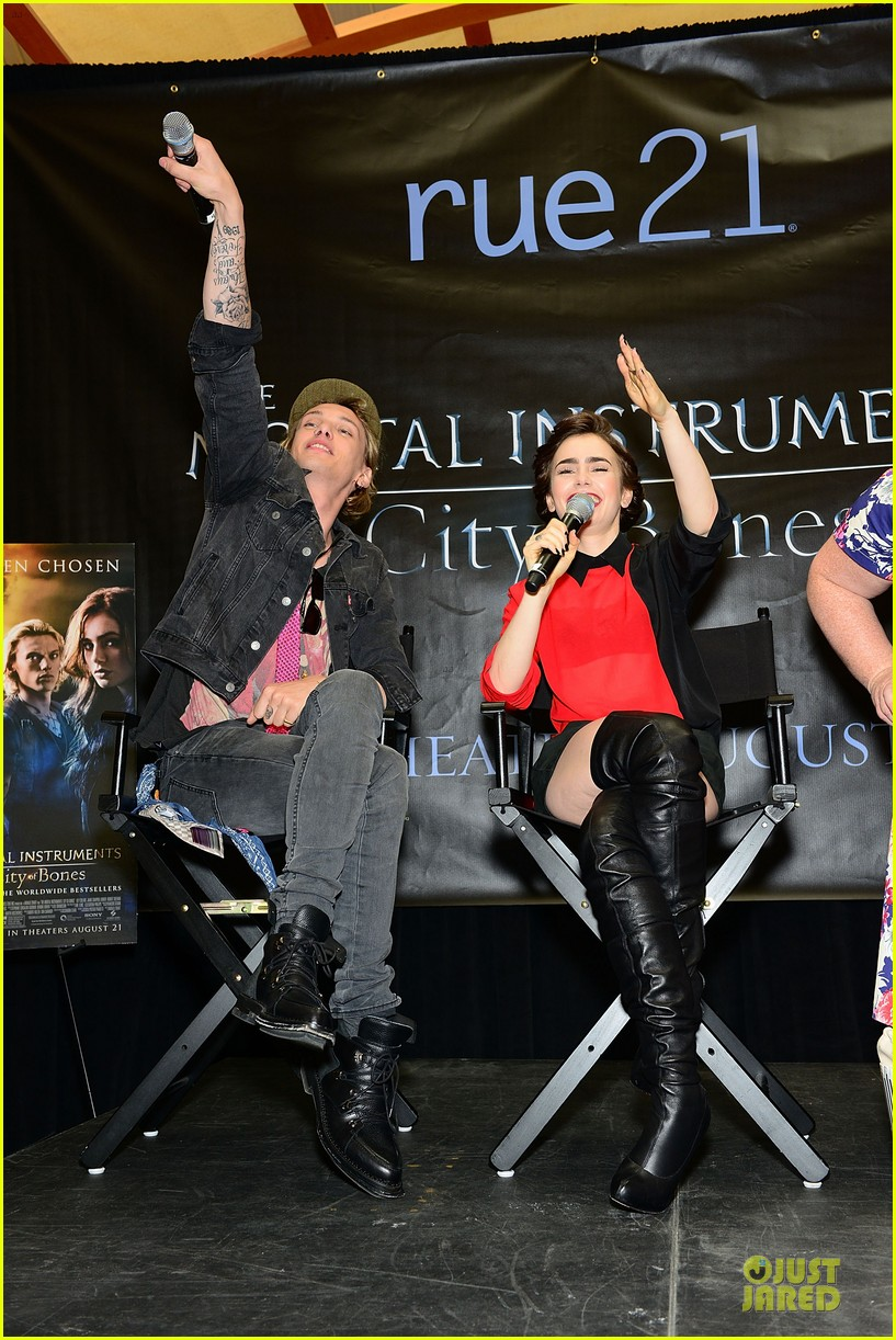 lily collins jamie campbell bower city of bones philly signing 01