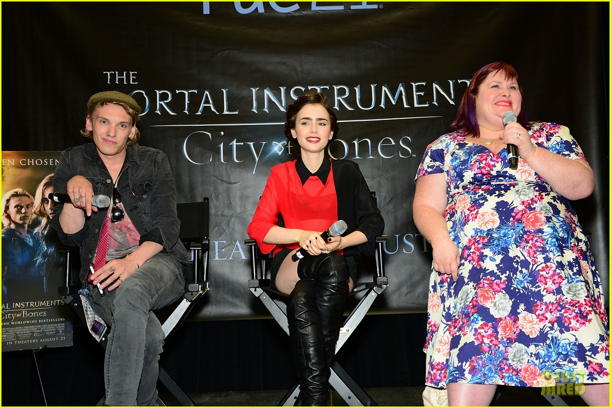 lily collins jamie campbell bower city of bones philly signing 11