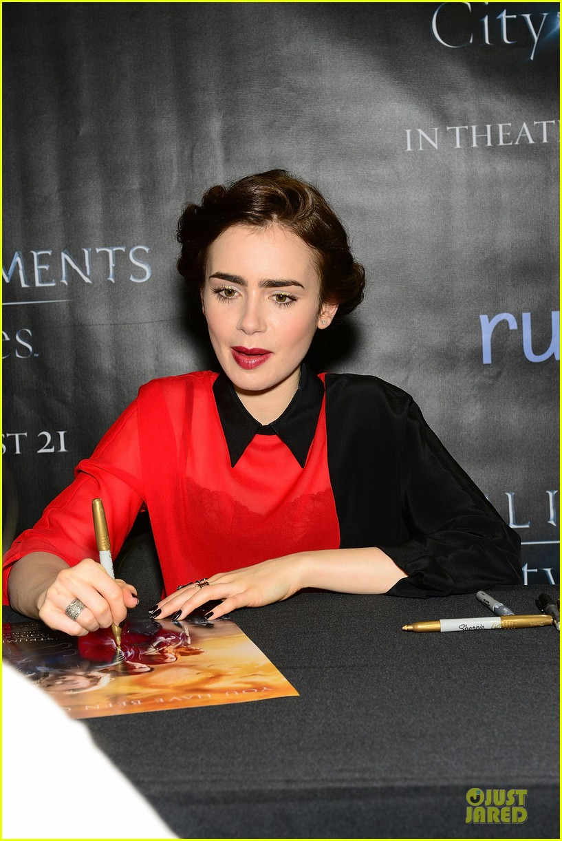 lily collins jamie campbell bower city of bones philly signing 13