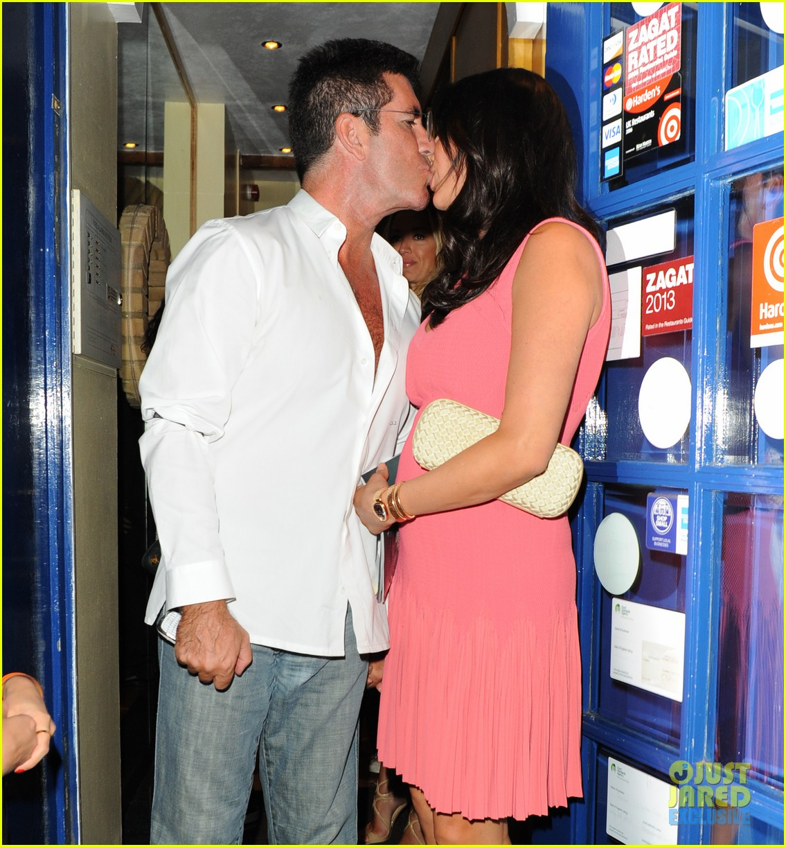 simon cowell kisses pregnant lauren silverman after dinner 04