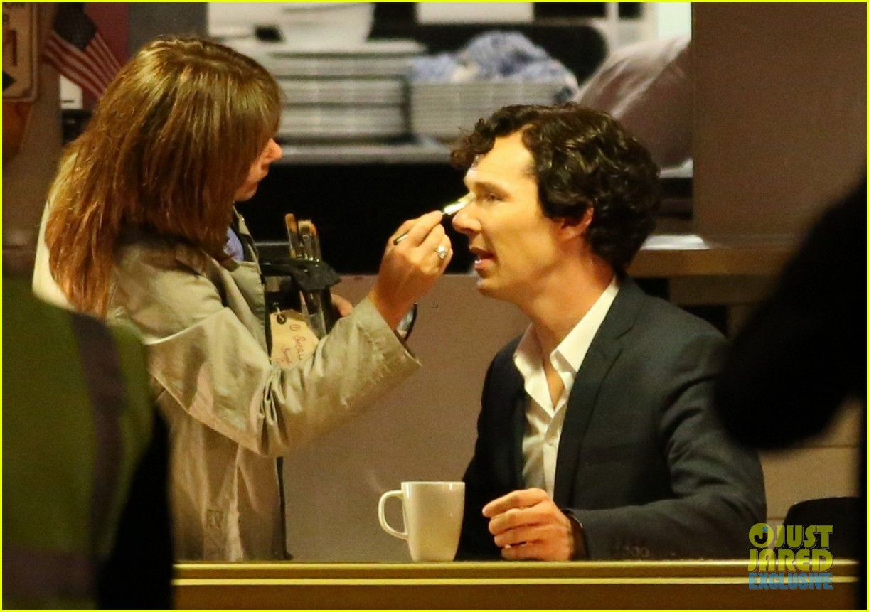 benedict cumberbatch films sherlock at new york pizza joint 062939513