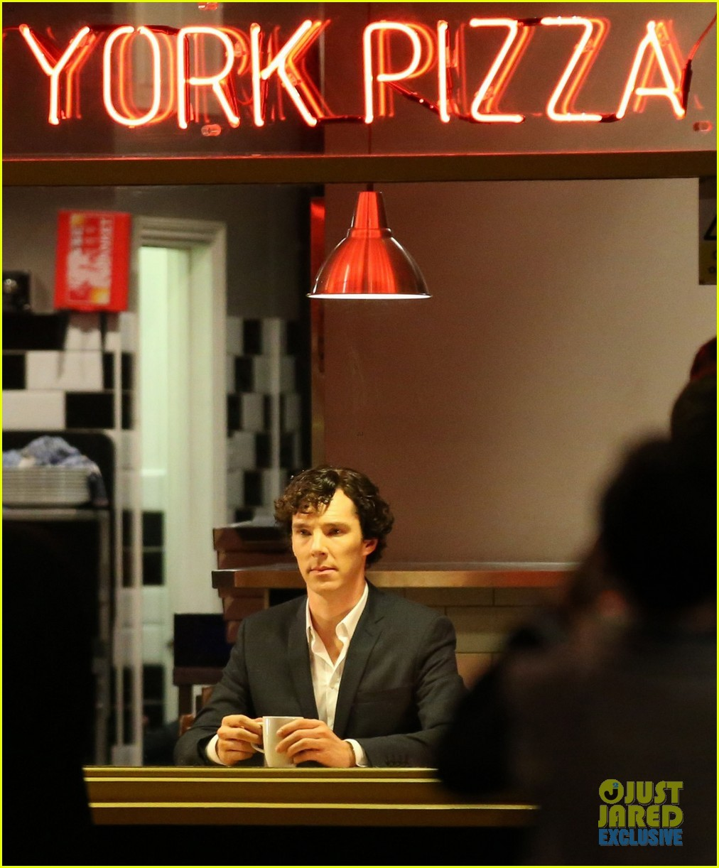 benedict cumberbatch films sherlock at new york pizza joint 082939515