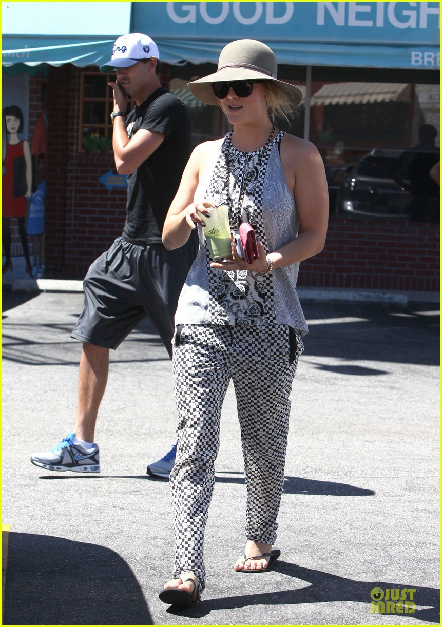 kaley cuoco ryan sweeting lunch after michael jackson marthon 12