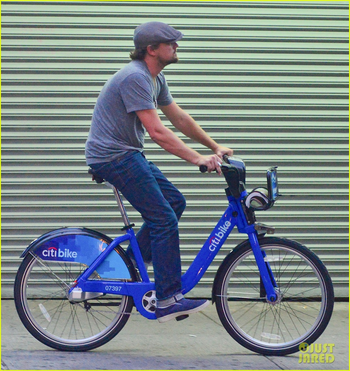 leonardo dicaprio citibike ride with lukas haas 05
