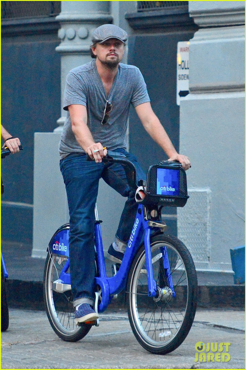 leonardo dicaprio citibike ride with lukas haas 07