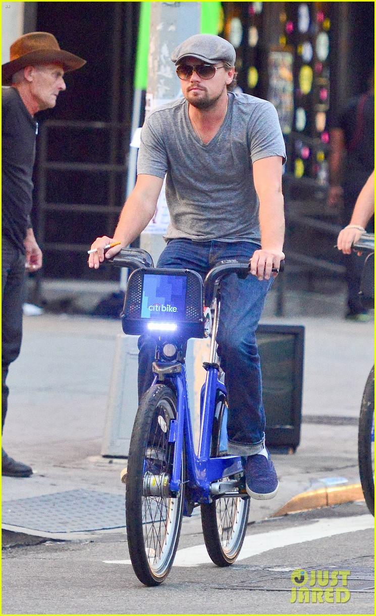 leonardo dicaprio citibike ride with lukas haas 10