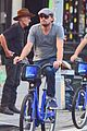 leonardo dicaprio citibike ride with lukas haas 11