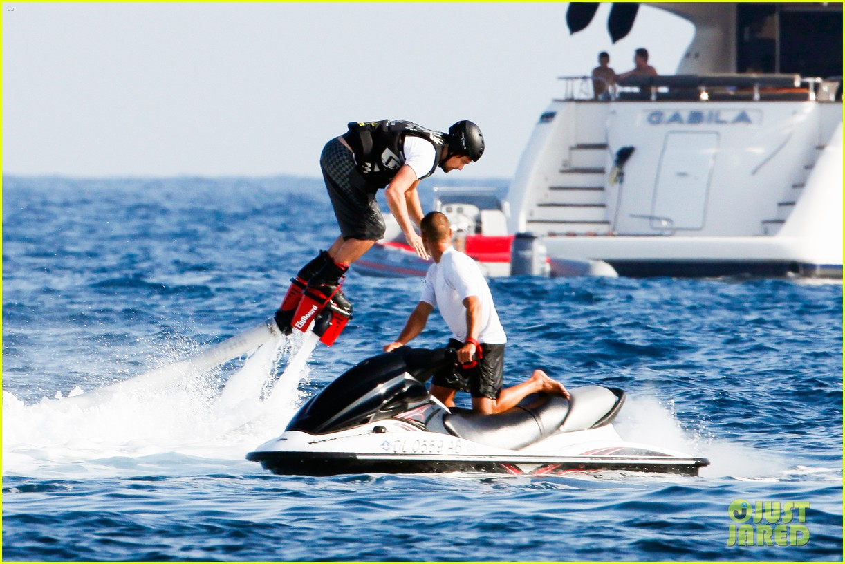 leonardo dicaprio goes shirtless after flyboarding in ibiza 112925565