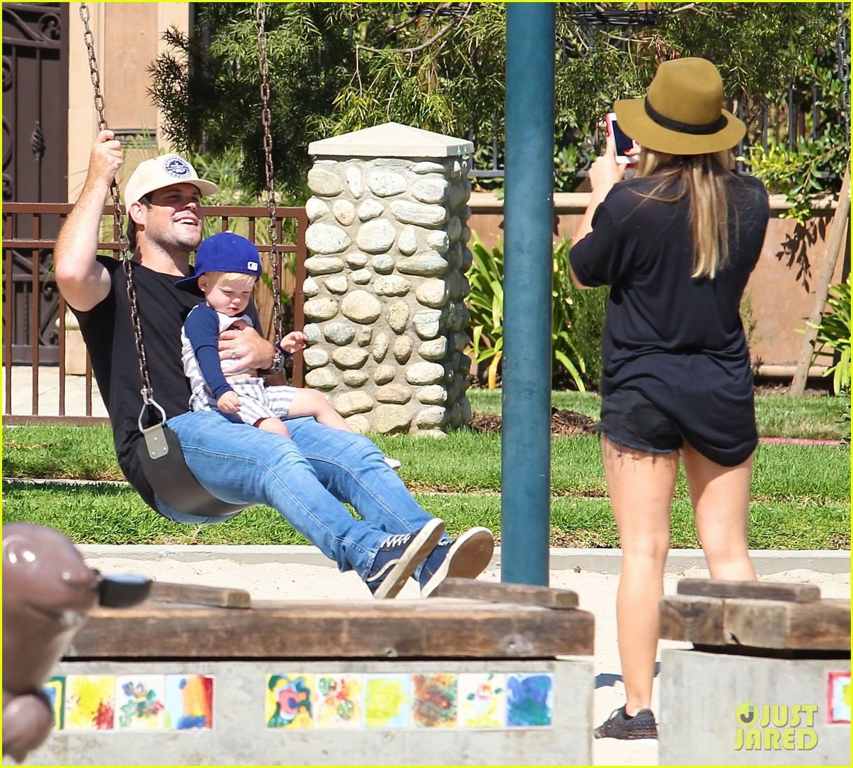 hilary duff mike comrie park day with luca 19