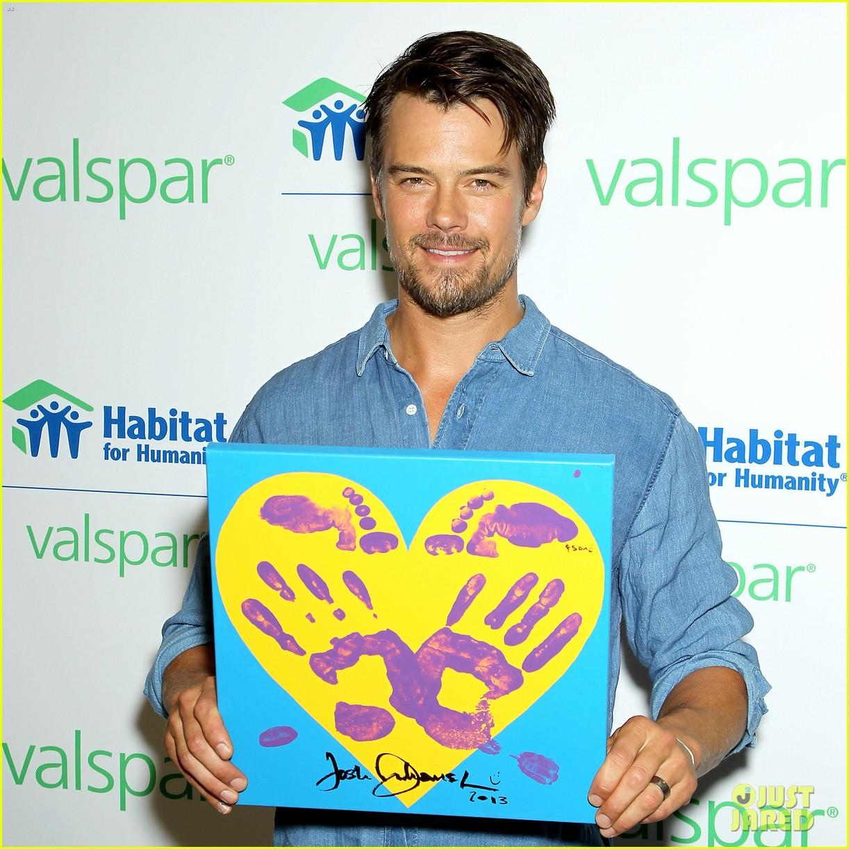 josh duhamel lends a helping hand at valspar charity event 042933452