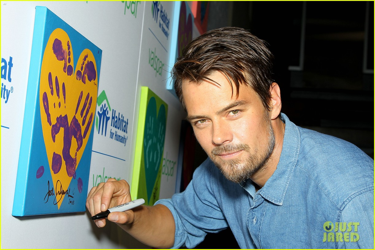 josh duhamel lends a helping hand at valspar charity event 072933455