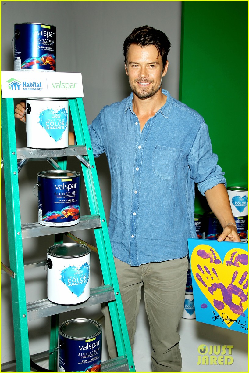 josh duhamel lends a helping hand at valspar charity event 18