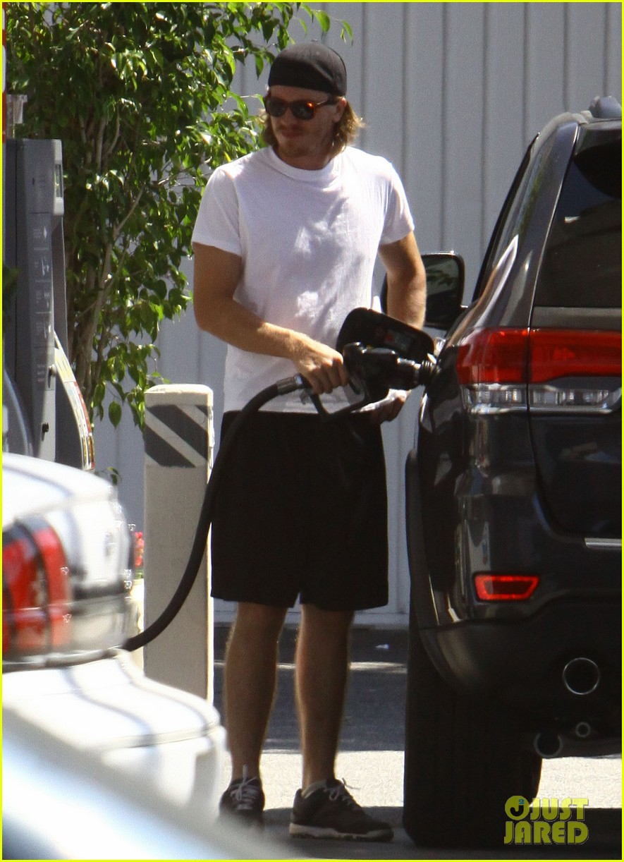 kirsten dunst garrett hedlund fuel up in noho 082933123