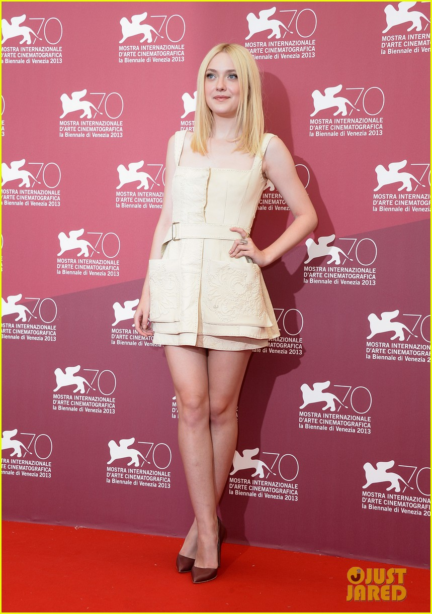 dakota fanning jesse eisenberg night moves venice photo call 09