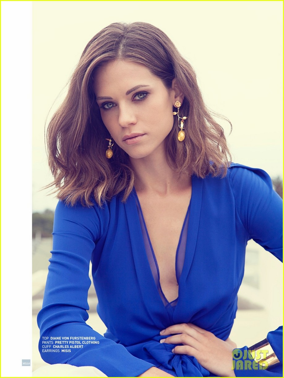 lyndsey fonseca covers bellos sexy issue august 2013 01