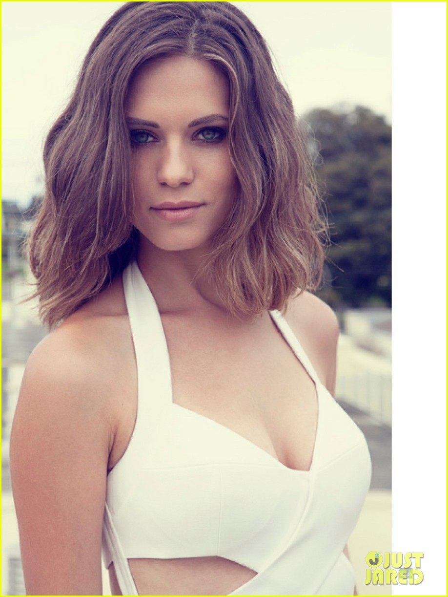 lyndsey fonseca covers bellos sexy issue august 2013 02