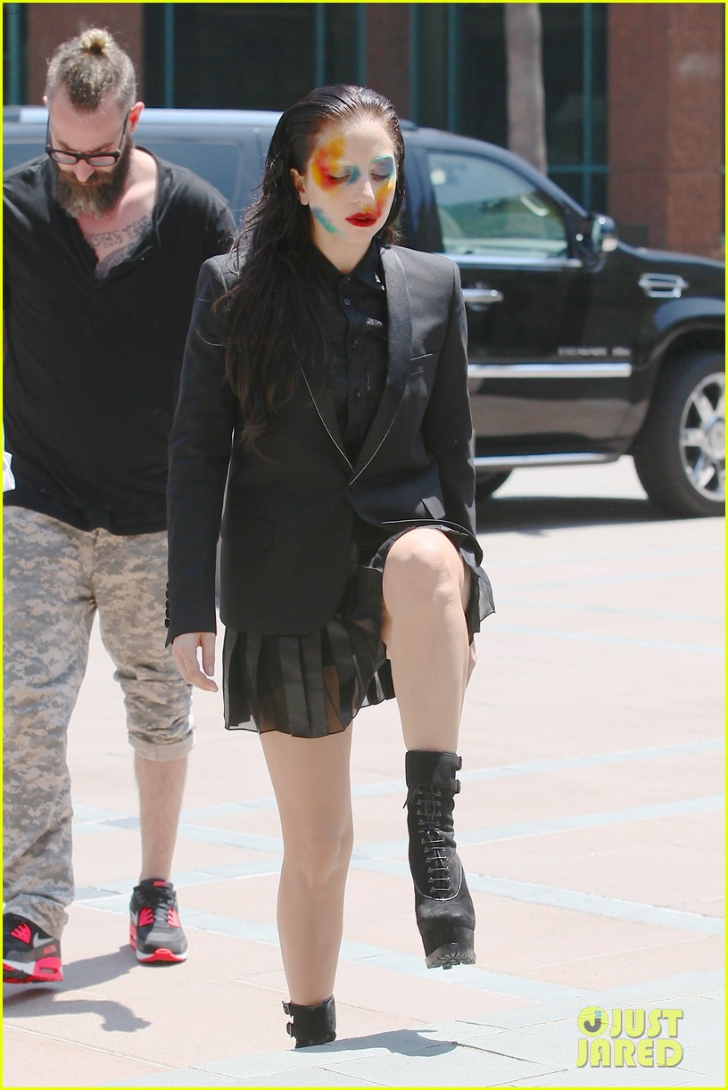 lady gaga wears applause makeup on song release day 112928749
