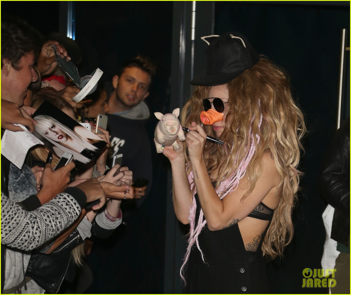 lady gaga wears pig nose at london rehearsal studio 10