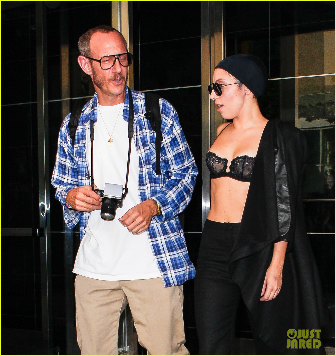 lady gaga wears bra at rehearsal with terry richardson 10