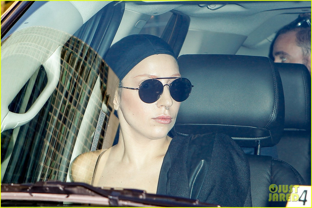 lady gaga wears bra at rehearsal with terry richardson 112936966