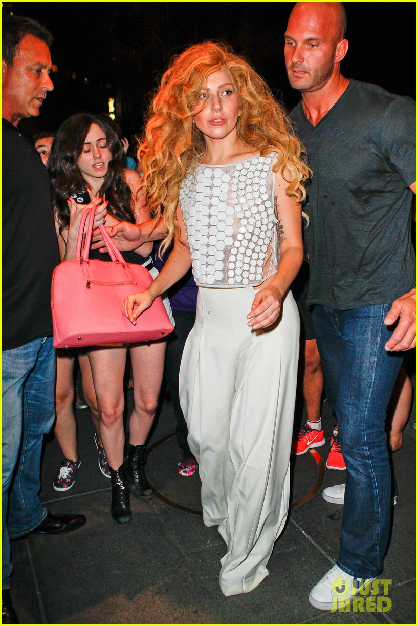 lady gaga wears clear face mask while meeting fans 20