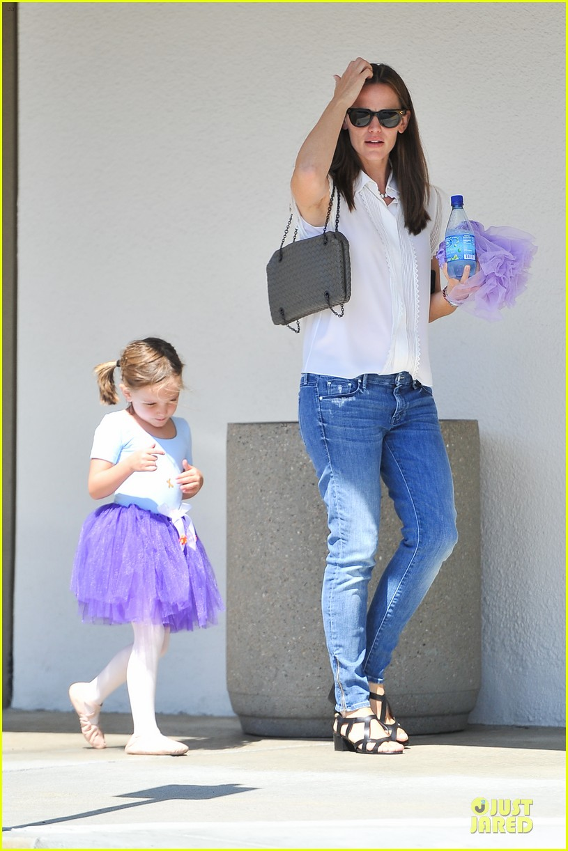 jennifer garner seraphina ballet pickup after lunch with violet 112927008