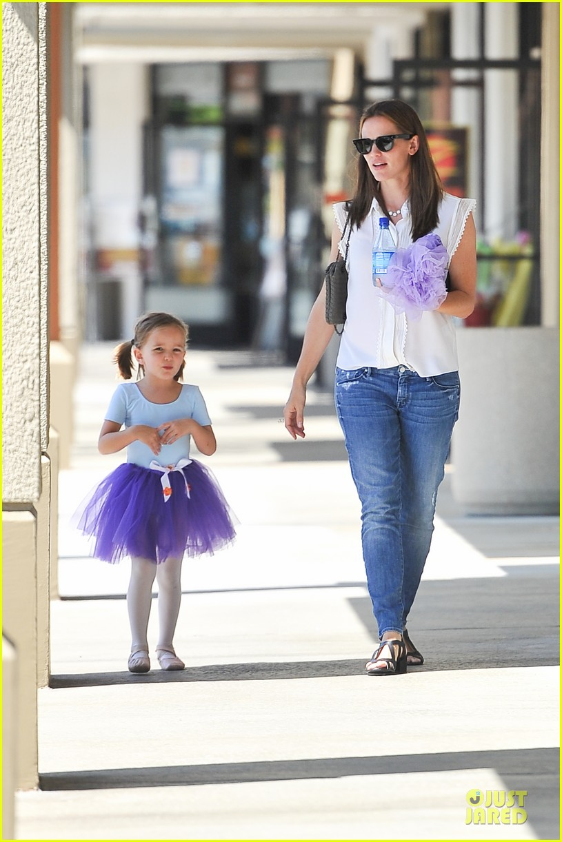 jennifer garner seraphina ballet pickup after lunch with violet 132927010