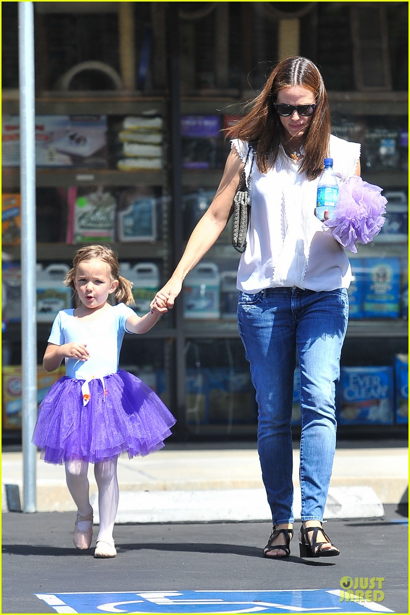 jennifer garner seraphina ballet pickup after lunch with violet 182927015