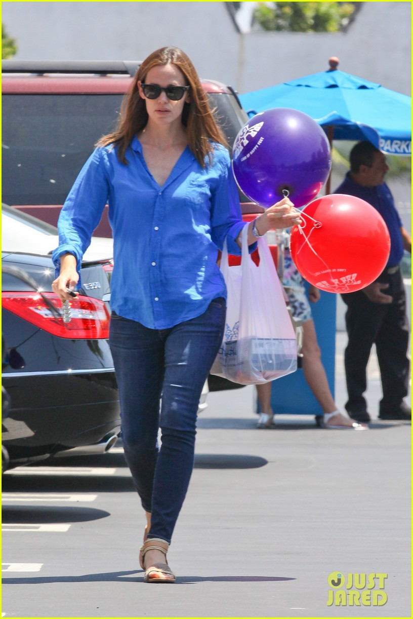 jennifer garner runs errands with violet seraphina 15