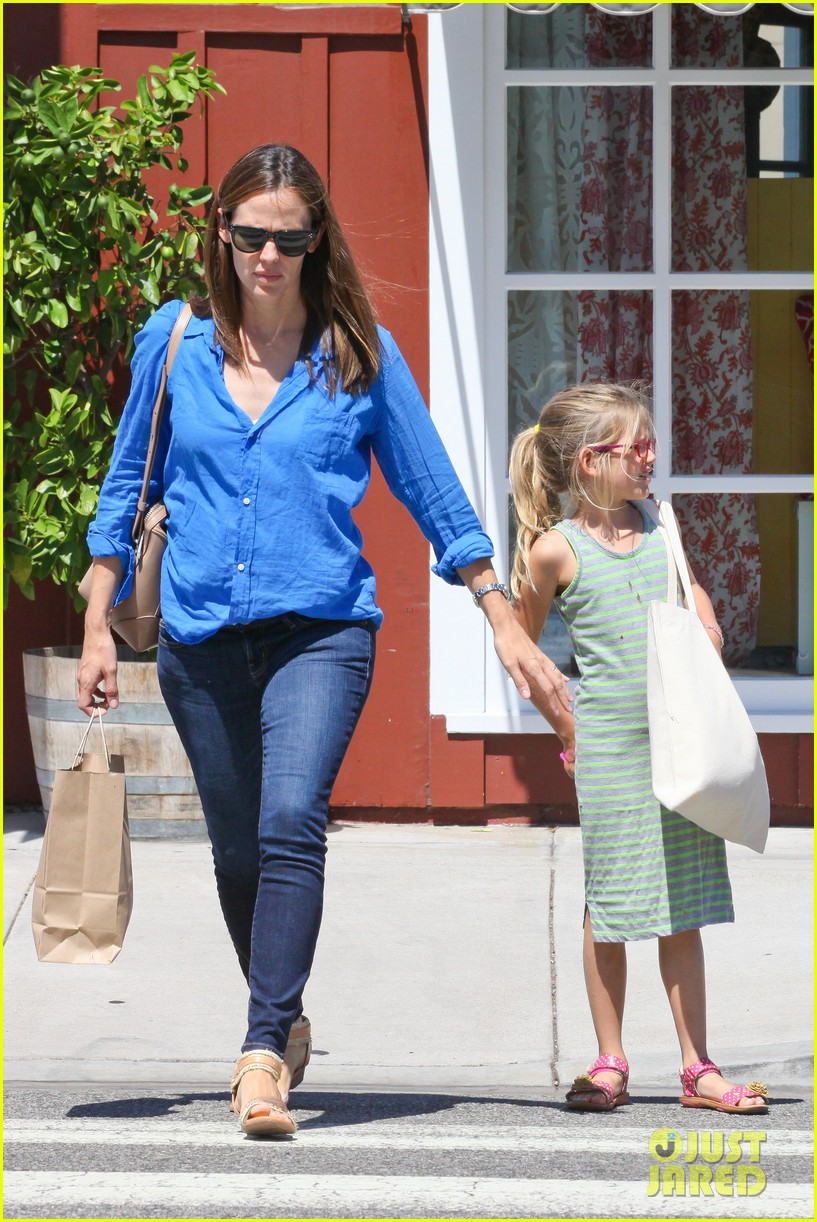 jennifer garner runs errands with violet seraphina 25
