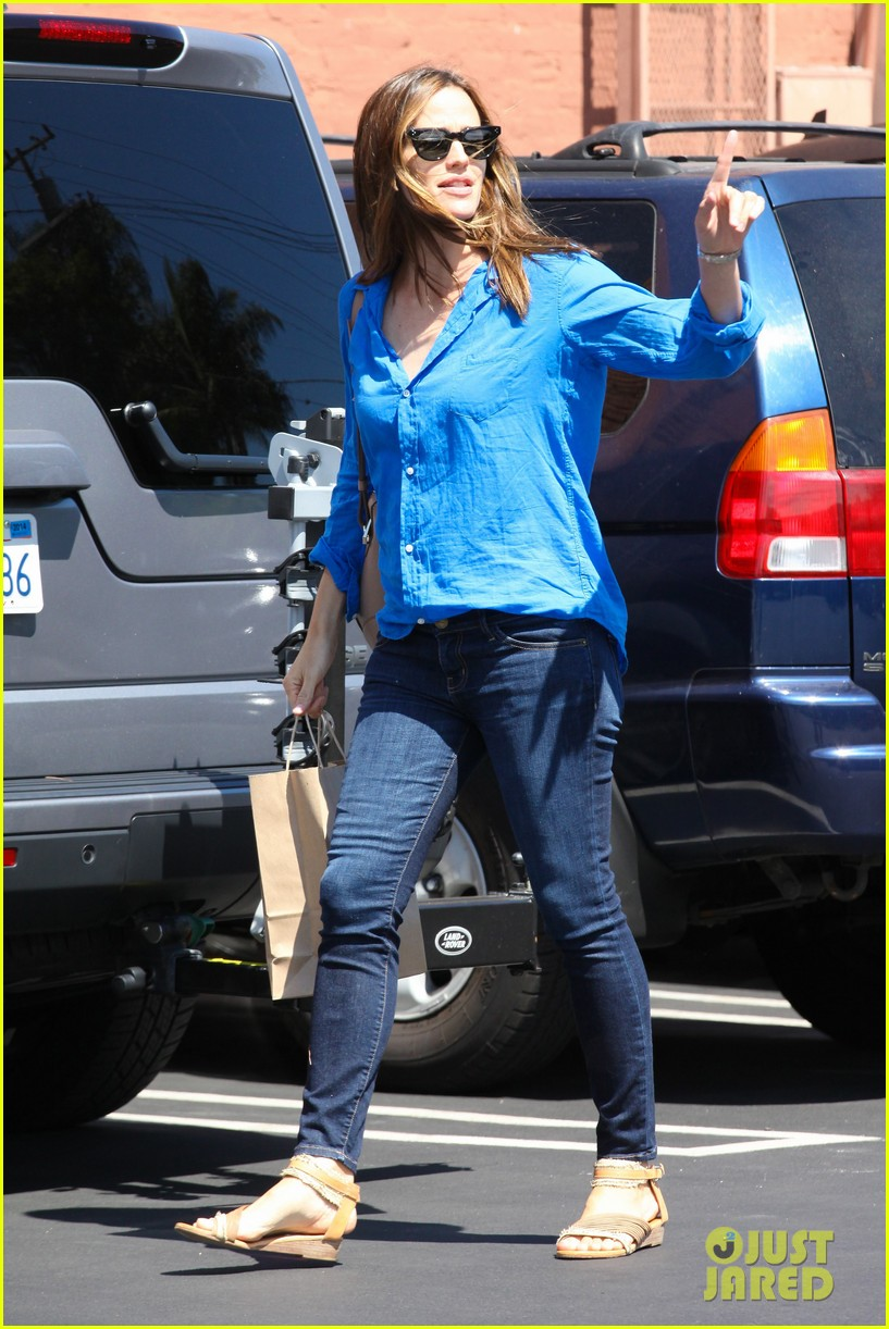 jennifer garner runs errands with violet seraphina 29