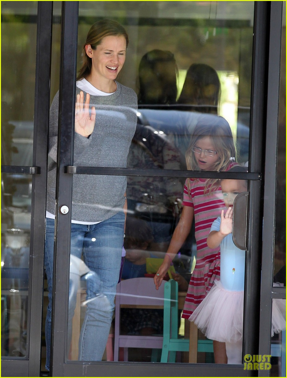 jennifer garner violet start week with errands 172924610
