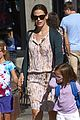jennifer garner kids pick up pizza for dinner 03