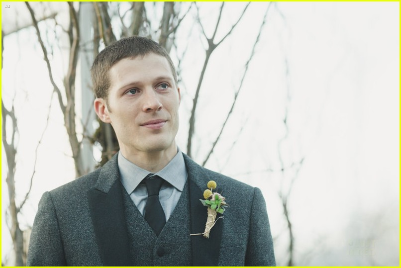 zach gilford wife