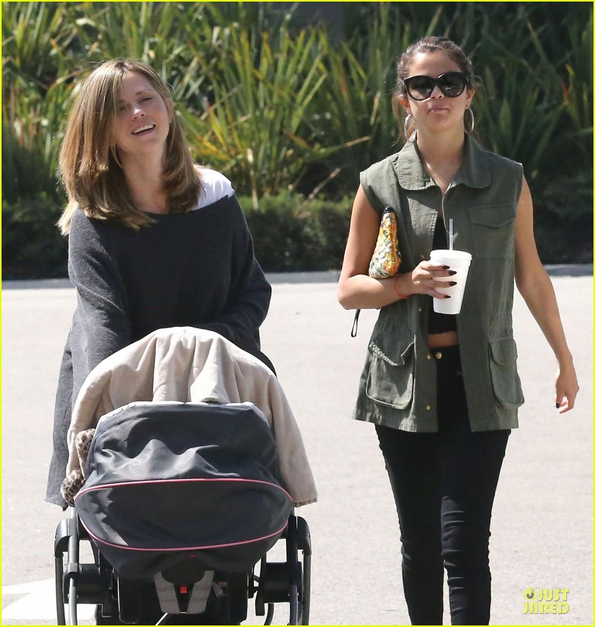 selena gomez bonds with baby sister gracie 02