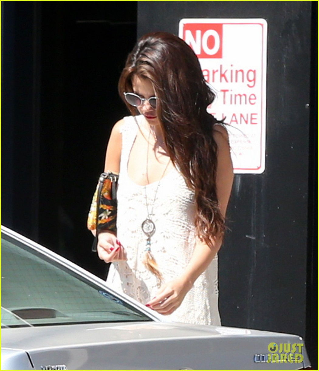 selena gomez stops by the doctor for a quick check up 022924175