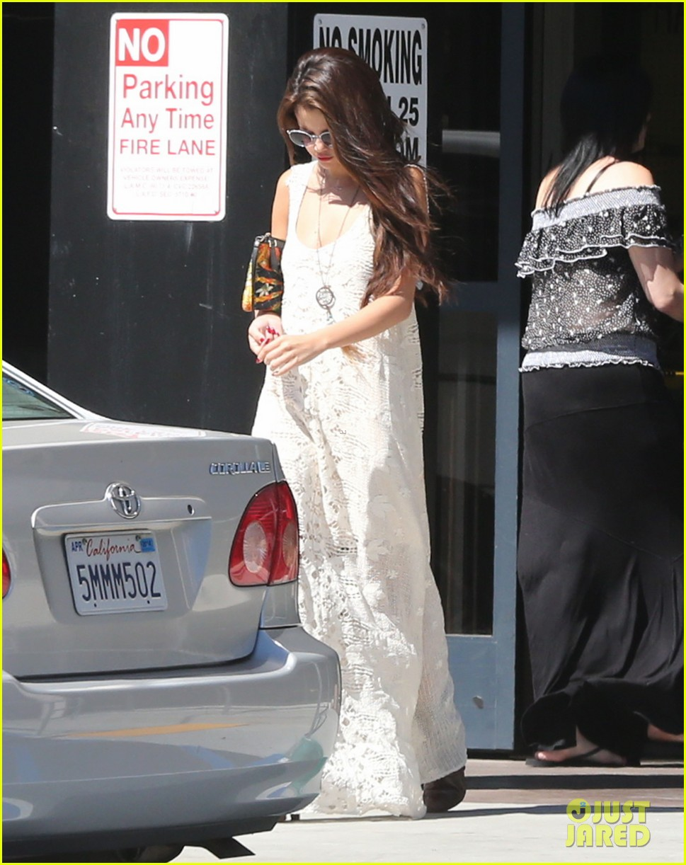 selena gomez stops by the doctor for a quick check up 092924182