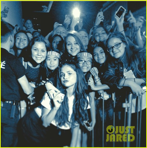 selena gomez montreal concert crowd made me cry 03