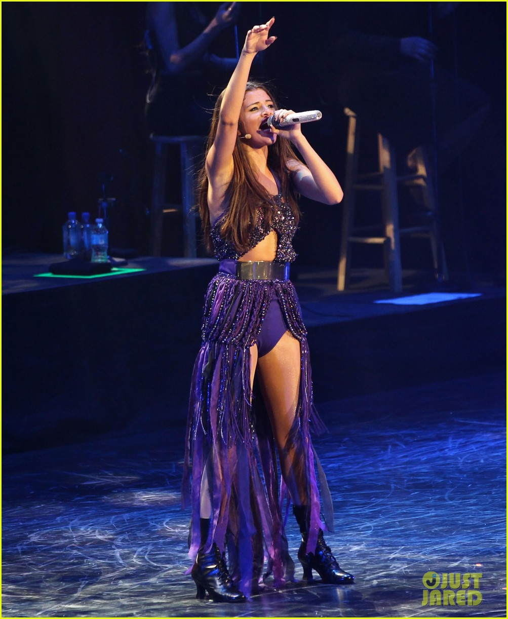 selena gomez stars dance opening night tour pics 212930716