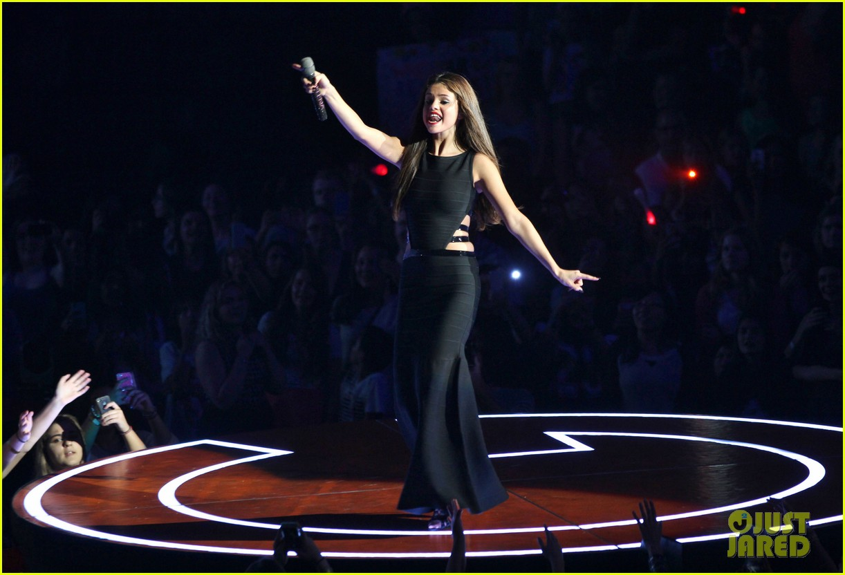 selena gomez stars dance opening night tour pics 36