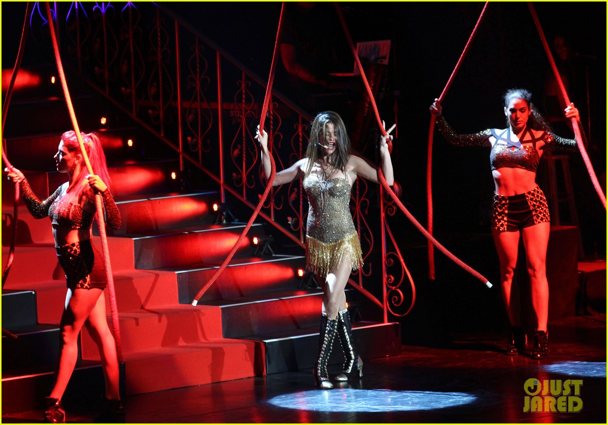 selena gomez stars dance opening night tour pics 37