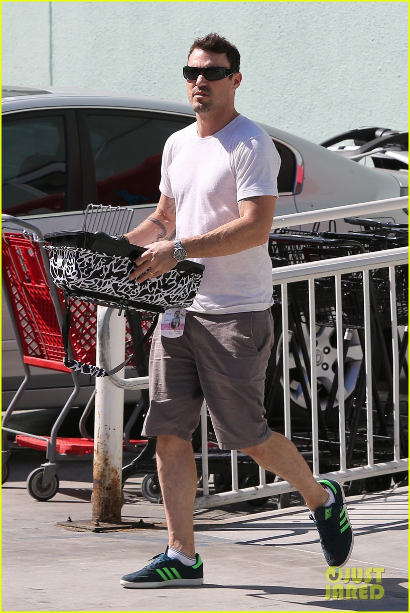 brian austin green picks up pet supplies 04