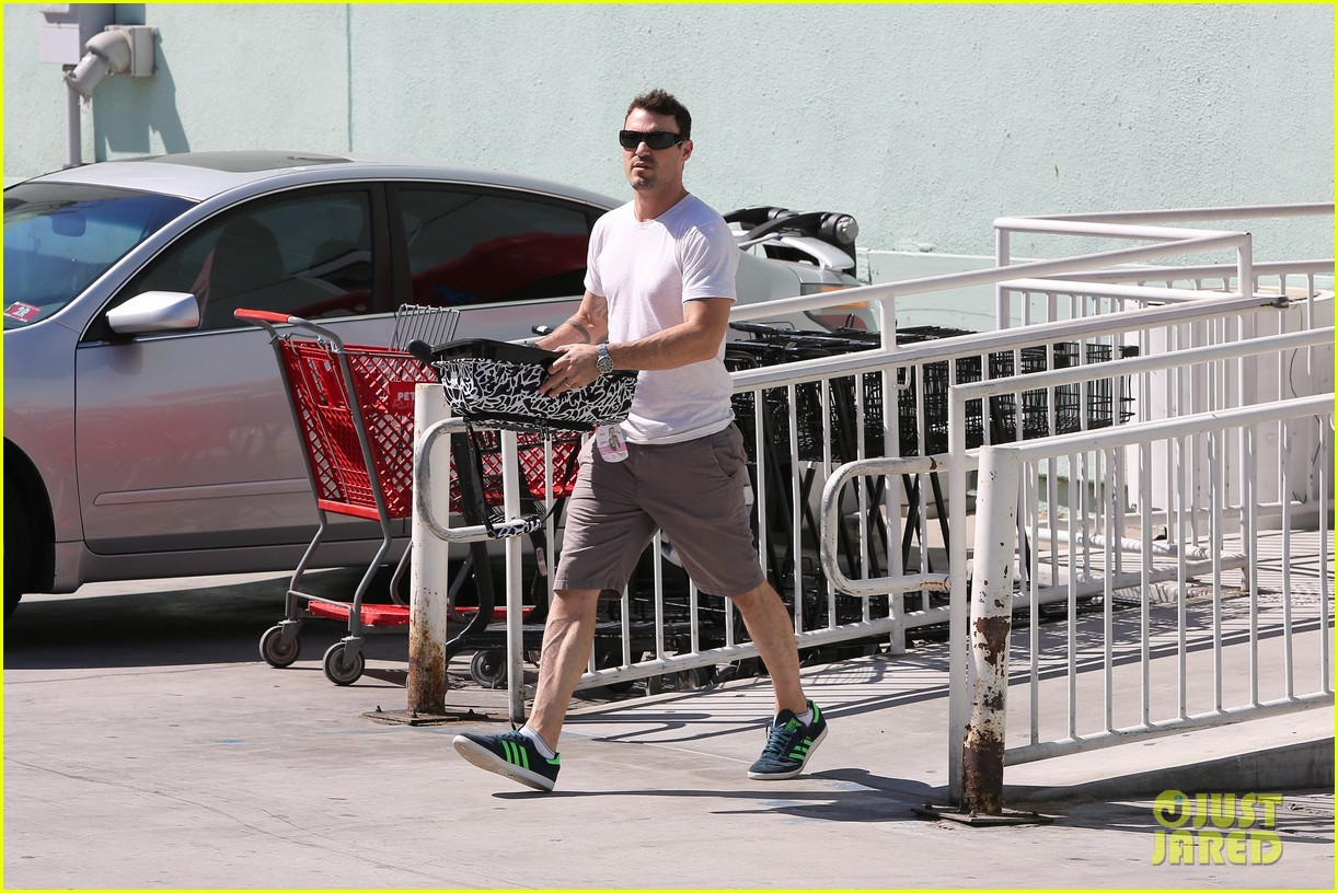 brian austin green picks up pet supplies 05