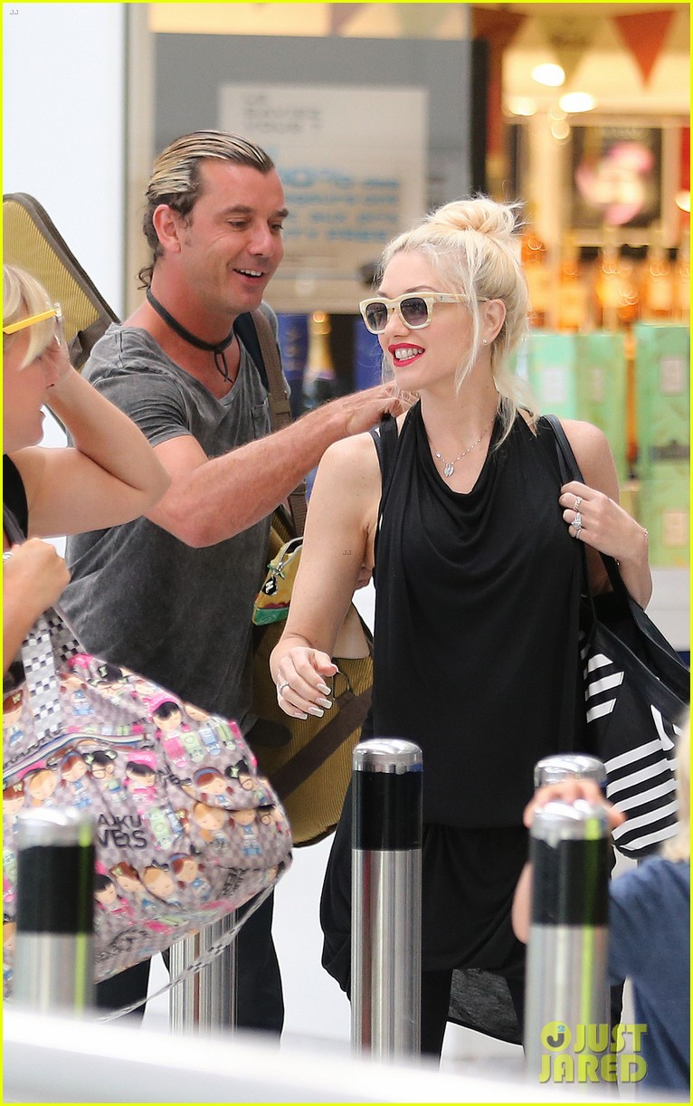 gwen stefani gavin rossdale back after paris vacation 17