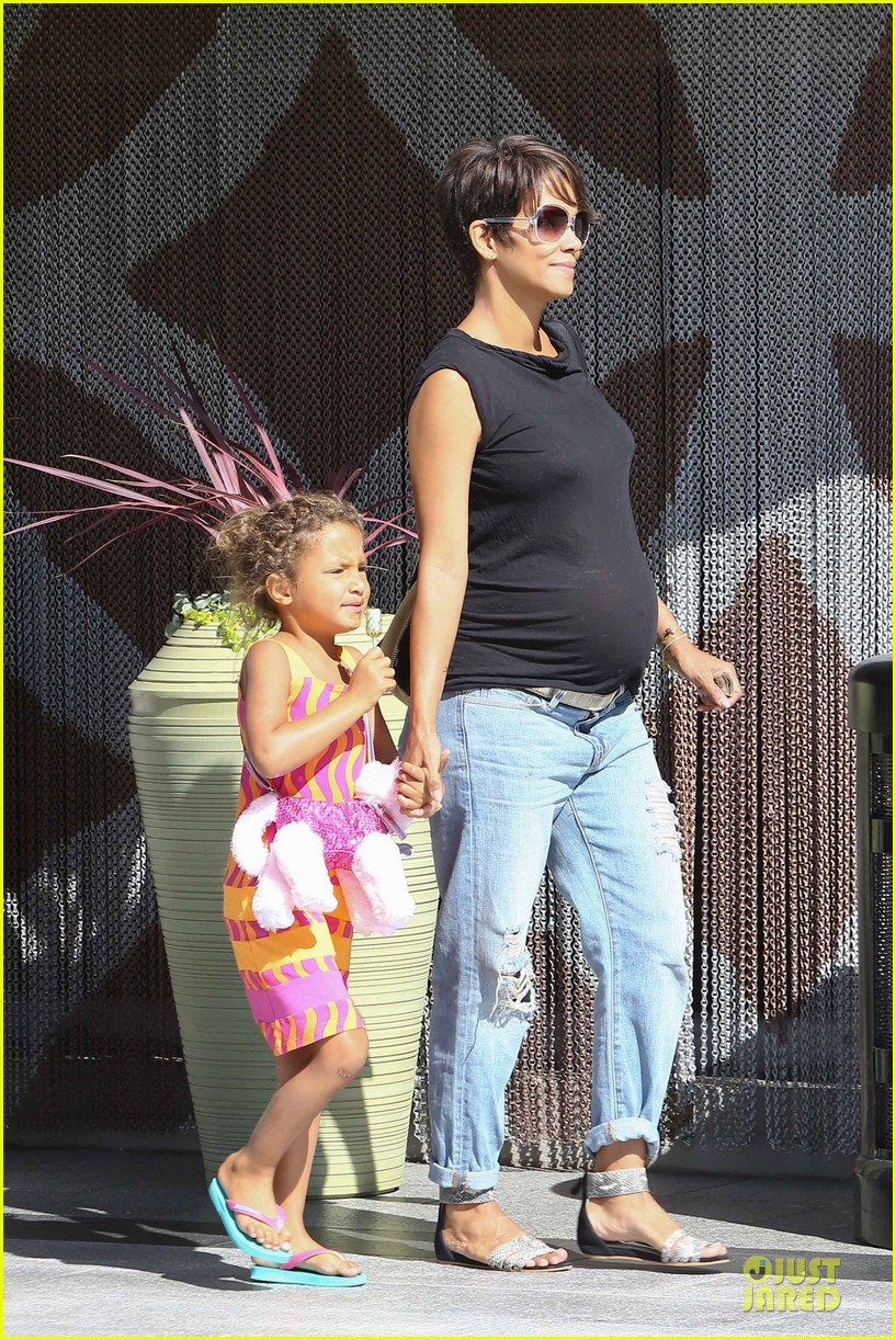 halle berry pregnancy colored involvement on x men 09