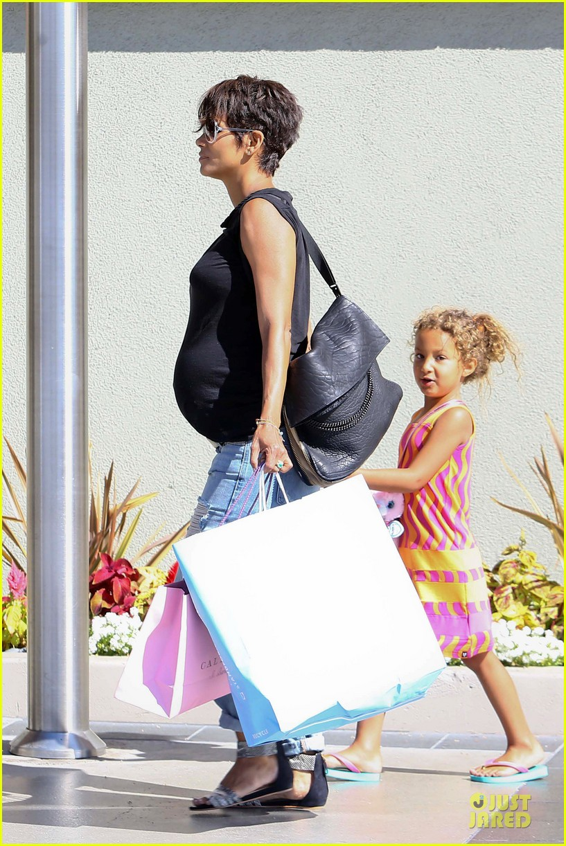 halle berry pregnancy colored involvement on x men 26