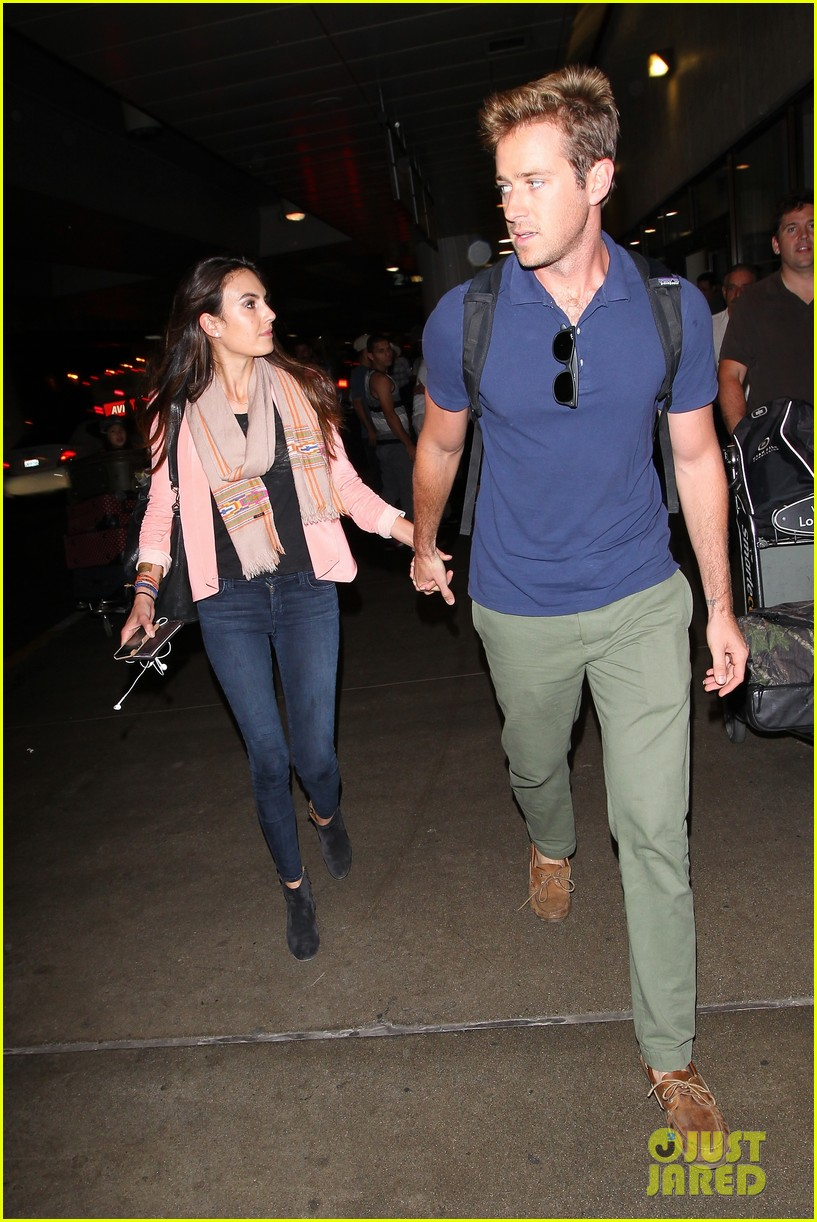armie hammer elizabeth chambers post b day lax arrival 042940543