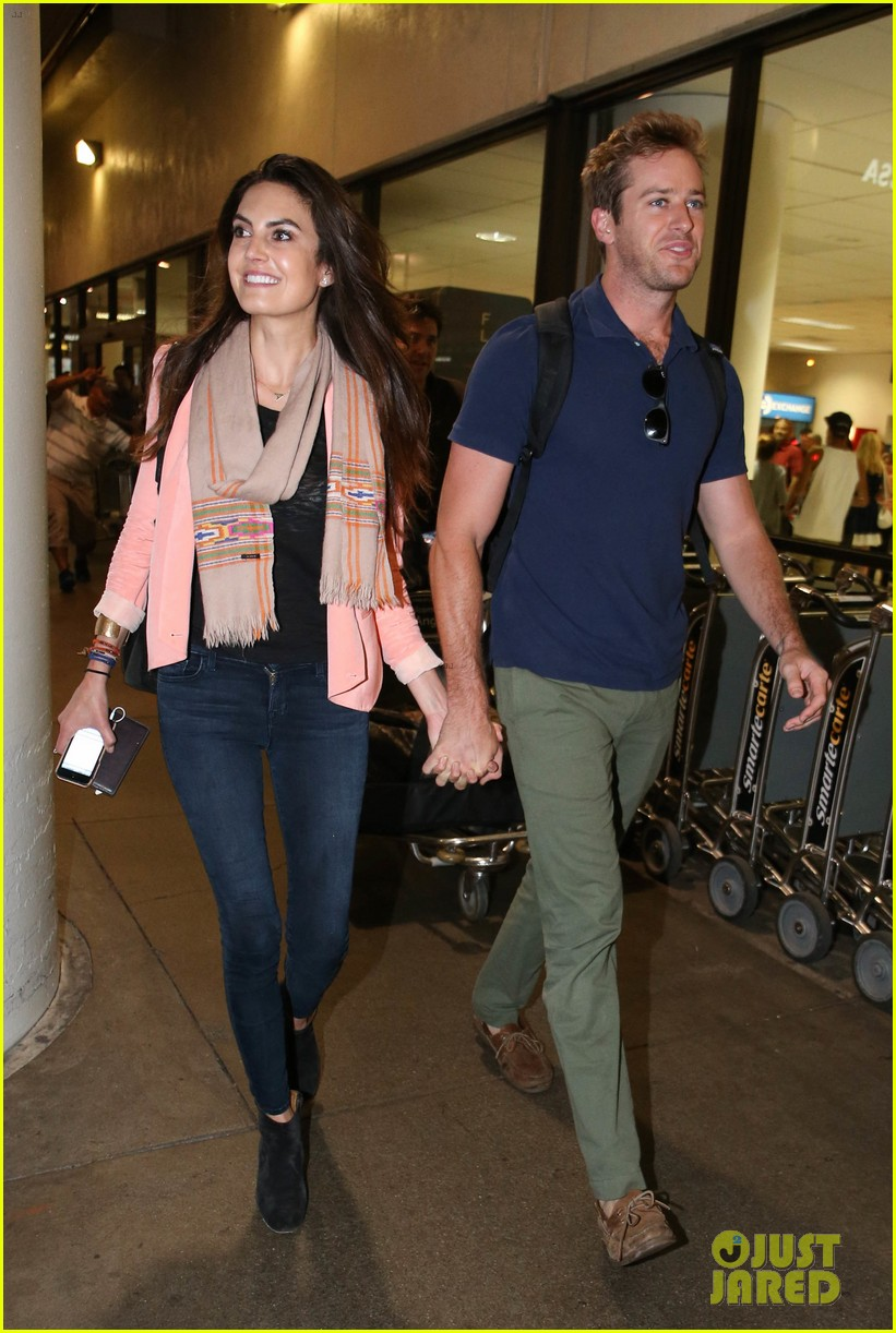 armie hammer elizabeth chambers post b day lax arrival 122940551